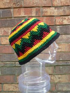 8f6bd6e1ea1 Amazon.com  Inspirit Arts Small Medium Rasta HAT Hand Made Crochet Cotton  Reggaebowler Floppy Cloche Bell Brim Multi-color  Clothing