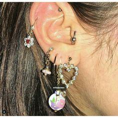 piercings and earrings Ear Jewelry, Cute Jewelry, Jewelry Accessories, Jewlery, Pretty Things, Pretty Ear Piercings, Grunge Jewelry, Bling, Accesorios Casual