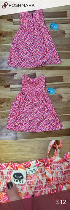 XS Roxy Dress 💗 NWT Adorable Roxy dress. Love the colors!! I literally took the tag off before I tried it on! So bummed it's just a little too tight on me! Perfect summer dress for a size XS lady 😍 I love the zipper on the front! Roxy Dresses Mini