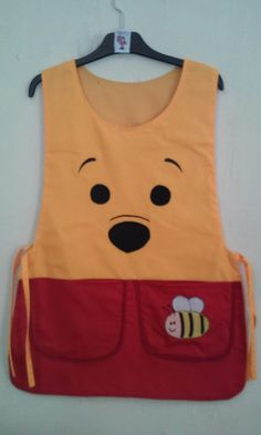 Modelo winnie the pooh Peg Bag, Kids Dress Up, Cute Aprons, Sewing Aprons, Dress Up Outfits, Apron Designs, Kids Apron, Diy Sewing Projects, Kids Bags