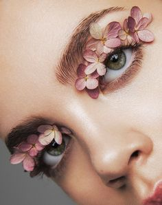 art direction & styling idea for feminine make up floral inspired editorial forget me not. beauty editorial for LUCY's Magazine Beauty Fotos, Eye Makeup, Hair Makeup, Flower Makeup, Make Up Art, Beauty Shoot, Beauty Portrait, Weird And Wonderful, Beauty Editorial