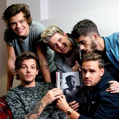 The 33 Best Photos From Zayn Malik's Time in One Direction Never forget. Imagines One Direction, One Direction Fotos, Four One Direction, Malik One Direction, One Direction Images, Direction Quotes, One Direction Photoshoot, Wallpaper One Direction, One Direction Background