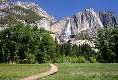 10 Hiking Trails Worth the Trek // Hiking trails in national parks and US mountain ranges c Thinkstock