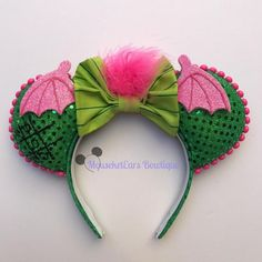 100 Mickey Mouse Ears - A girl and a glue gun Disney Diy, Diy Disney Ears, Disney Mickey Ears, Disney Crafts, Walt Disney, Minnie Mouse, Mickey Ears Diy, Disney 2017, Disney Magic