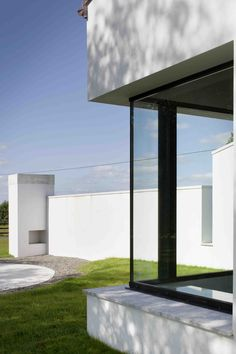 Window corner detail in white render external wall, ©Paul Tierney Spa, Corner, Windows, Patio, Detail, Architecture, Outdoor Decor, Wall, House