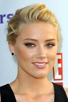Amber Heard-natural makeup for blondes