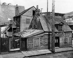This is an old picture of a poor area in Montreal. This picture illustrates the poverty in Canada in the early twentieth century. Quebec Montreal, Old Montreal, Montreal Ville, Old Buildings, Abandoned Buildings, Abandoned Places, Westminster, Old Pictures, Old Photos