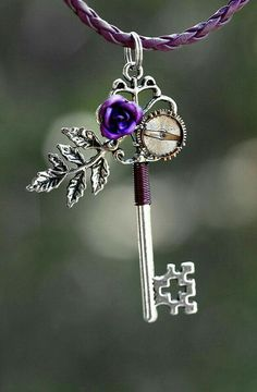 Purple Rose Key Necklace by KeypersCove on Etsy - I collect keys and I just think this is an adorable way to make them more unique. Key Jewelry, Cute Jewelry, Jewelery, Jewelry Accessories, Jewelry Making, Purple Love, All Things Purple, Steampunk Accessoires, Rose Violette