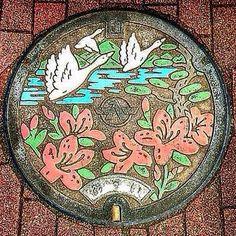 − 石川県河北郡津幡町(つばたまち)のマンホール − Japan
