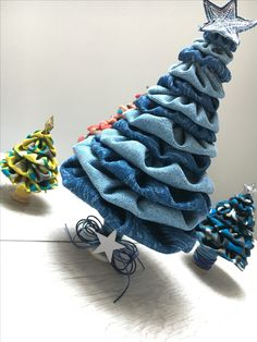 from Maria Canavello Mrasek.creativemamy w … – Happy Christmas Christmas Decorations Sewing, Christmas Projects, Holiday Crafts, Jean Crafts, Denim Crafts, Rustic Christmas, Christmas Crafts, Christmas Ornaments, Christmas Trees