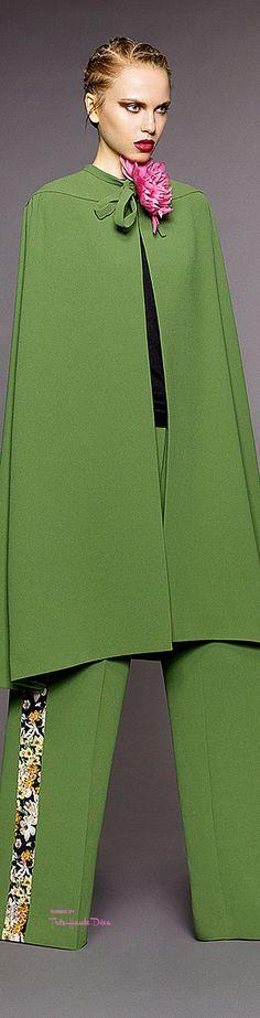 ❖ p i n k & g r e e n ♠️ {that classic prep combo} Couture Fashion, Runway Fashion, Womens Fashion, Shades Of Green, Pink And Green, Duro Olowu, Classic Style Women, Green Fashion, Passion For Fashion