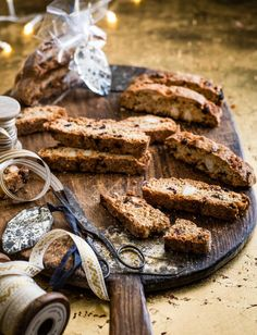 Recipe: Mincemeat, macadamia and cranberry biscotti Christmas Baking Gifts, Vegan Christmas, Christmas Cooking, Christmas Desserts, Christmas Recipes, Christmas Ideas, Christmas Pudding, Family Christmas, Mince Meat