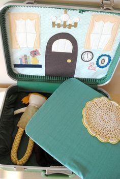une maison de poupée dans une valise. projet déjà en court...