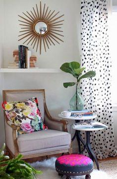 el espejo, la mesa, el sillón, y la butaca.