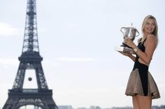 Sharapova trophy photo with the Eiffel Tower as a backdrop
