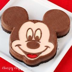 Turn a decadent chocolate cheesecake with a double chocolate crust into an iconic cartoon character. This hand painted Mickey mouse cheesecake is amazing. Chocolate Ganache Filling, Decadent Chocolate, Chocolate Cream, Chocolate Cheesecake, Chocolate Cake, Mickey Cakes, Mickey Mouse Cake, Comida Disney, Cheesecake Recipes