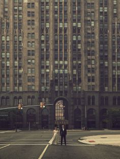 There's something about photographs like this that I truly love… It's like you're all alone in the world and it's just the two of you. This is such a stunning shot. | A Detroit wedding venue | www.partyista.com