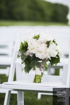 white peony brides bouquet white and blush pink wedding colors Pink Wedding Colors, Blush Pink Weddings, Peonies And Hydrangeas, White Peonies, Wedding Flower Photos, Wedding Flowers, Bride Bouquets, Wedding Gallery, Table Decorations