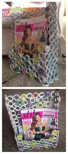 Revistero de papel reciclado pintado.