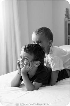 Hermano, complices, amigos, enemigos, alegría, blanco y negro