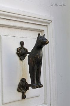 unique door knockers pictures - unique door knockers pictures - vintagetopiaVintage door knocker discovered by Through The IceVintage door knocker discovered by Through The IceInteresting door handledoor Unique Door Knockers Pictures - Door Knockers Unique, Door Knobs And Knockers, Old Doors, Windows And Doors, Door Detail, Unique Doors, Door Accessories, Door Furniture, Cat Art