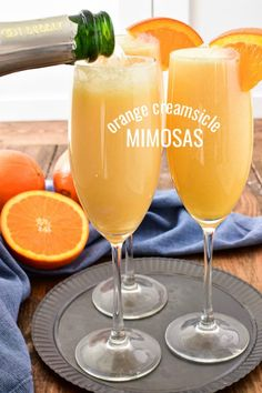 Orange Creamsicle Mimosas - Orange Creamsicle Mimosas Lika drinks Take your favorite breakfast cocktail to the next level with these delicious Orange Creamsicle Mimosas! They combine the fun of childhood with the deliciousness - - Tips and İdeas - Brunch Drinks, Cocktail Drinks, Fun Drinks, Cocktail Recipes, Breakfast Cocktail, Alcoholic Beverages, Alcoholic Drinks For Breakfast, Blended Alcoholic Drinks, Rumchata Drinks