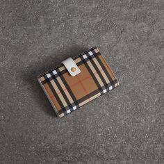 Portefeuille à rabat en cuir à motif Vintage check (Noir) - Femme   Burberry 67cce1cb35e