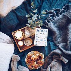 La tendance hygge : un aller simple pour le bonheur ? le must-have d'une chambre cosy ? Un dimanche parfait ?