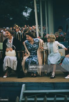 Princess Alice Duchess of Gloucester Queen Elizabeth II and Princess Anne at the Ascot Week polo tournament in Windsor Great Park June 1955 Prince. Princess Alexandra, Princess Elizabeth, Princess Margaret, Young Queen Elizabeth, Elizabeth Philip, Hm The Queen, Her Majesty The Queen, Casa Real, Princesa Anne