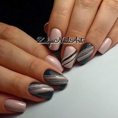 Beautiful, classic gray and pink nails.