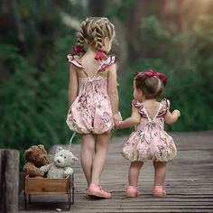 Cute and Curious Cute Kids, Cute Babies, Baby Kids, Beautiful Children, Beautiful Babies, Baby Pictures, Cute Pictures, Girl Photos, Family Photos