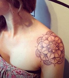 20 Shoulder Mandala Tattoos for Women and Girls (1)