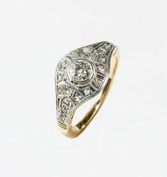 Simply wonderful 1.14 ct. TW Edwardian diamond ring in Platinum and Rose Gold; 1900 -1909