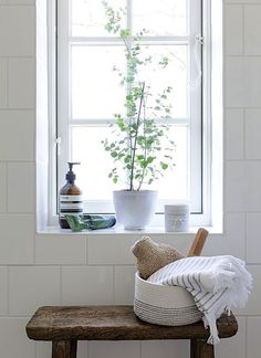 Pflanzen im badezimmer Pflanzen im badezimmer Bad Inspiration, Decoration Inspiration, Bathroom Inspiration, Interior Inspiration, Interior Ideas, Decor Ideas, Interior Decorating, Decorating Ideas, Bathroom Windows