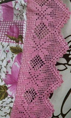 This Pin was discovered by Mar Crochet Baby Poncho, Crochet Blanket Edging, Crochet Lace Edging, Crochet Borders, Thread Crochet, Love Crochet, Filet Crochet, Crochet Doilies, Crochet Stitches