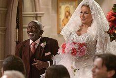 #2BrokeGirls: season finale mostra o casamento de Sophie e Oleg