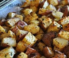 Everyday Mom's Meals: Oven Baked Home Fries large red potatoes, cut into 1 inch cubes c. all purpose seasoning 2 tsp. dried parsley Salt and Pepper to taste Baked Potato Cubes, Baked Red Potatoes, Baked Potato Oven, Diced Potatoes In Oven, Home Fried Potatoes, Breakfast Potatoes In Oven, Mini Potatoes, Oven Roasted Potatoes, Skillet Potatoes