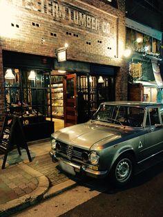 レッドウィング大阪の前で愛車ジュリアスーパーとshot