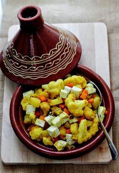 tajine tofu verdure Salad Recipes, Vegan Recipes, Cooking Recipes, Tagine Recipes, Romanian Food, Italian Cooking, E 10, World Recipes, International Recipes