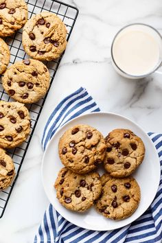 This recipe for chewy vegan chocolate chip cookies is easy to make and the cookies pair perfectly with a cold glass of non-dairy milk! Vegan Chocolate Chip Cookie Recipe, Chewy Chocolate Chip Cookies, Cookies Vegan, Vegan Cupcakes, Chocolate Chocolate, Cookie Recipes, Dessert Recipes, Food Flatlay, Bon Dessert