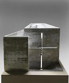 Tadao Ando (1941 - ) Maquette 1987 - 1989 Béton 95,5 x 223 x 101,5 cm Poids 200-300kg Actuellement exposée au centre georges pompidou, dans le cadre de l'exposition modernités plurielles