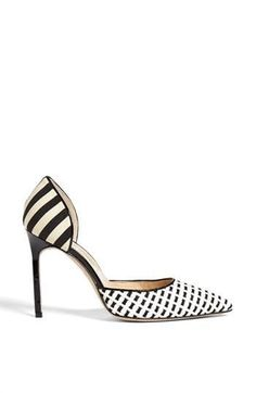 White haute and black! Mixed pattern pump by Manolo Blahnik Pretty Shoes, Beautiful Shoes, Stilettos, Manolo Blahnik Heels, Chic Chic, Dream Shoes, Designer Shoes, Shoe Boots, High Heels