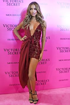 What the Angels Changed into for the Victoria's Secret Afterparty Jasmine Tookes attends the 2017 Victoria's Secret Fashion Show Pink Carpet in Shanghái.Jasmine Tookes attends the 2017 Victoria's Secret Fashion Show Pink Carpet in Shanghái. Vs Fashion Shows, Fashion Models, Fashion Beauty, Fashion Outfits, Womens Fashion, Fashion Tips, Fashion Styles, Fashion Trends, Fashion Articles