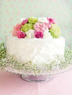 Use real flowers (non-sprayed) for a cake topper