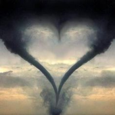 Even Mother Nature Knows Love Shows Through Even In The Hardest Of Times. Heart In Nature, All Nature, Science And Nature, Amazing Nature, Nature Images, Nature Pictures, Heart Pictures, Cool Pictures, Cool Photos