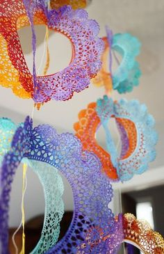 Un decorado colorido de blondas / A colourful doily decoration
