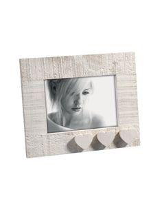 PORTAFOTO TRE CUORI Portaritratti in legno, effetto solcato, che conserva la superficie grezza al tatto, con applicazione di cuori. Felix Design. Dimensioni: cm. 13x 18