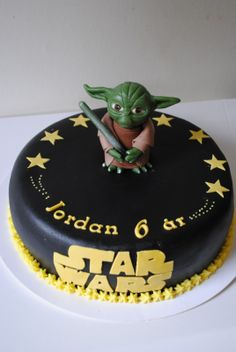 Star Wars cake - Cakes with Yoda are really popular right now, this is my 7:th fondant yoda.