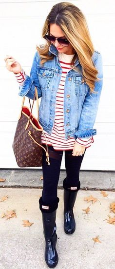 #spring #outfits standing woman wearing blue denim jacket. Pic by @sarasab