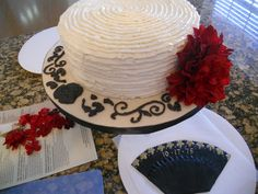 I was very inspired by athenarose who posted a photo of a Spanish Gypsy cake. I just loved her design and tried to